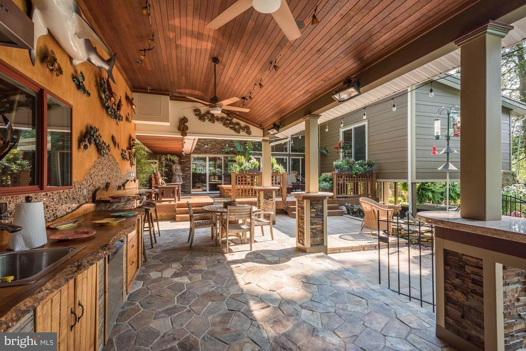 Outdoor Kitchen Poolside - 4512 DOLPHIN LN, ALEXANDRIA