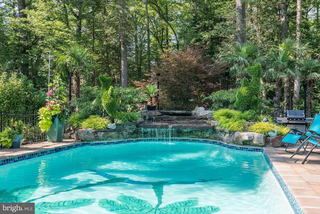 Pool and Waterfall - 4512 DOLPHIN LN, ALEXANDRIA
