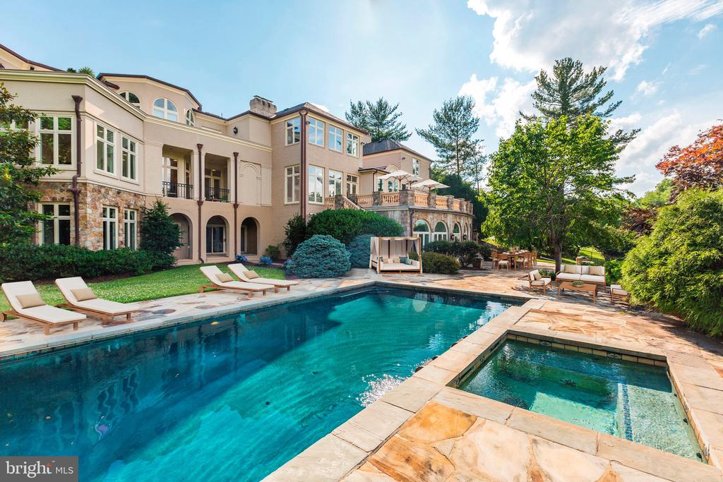Attached Jacuzzi - 8313 PERSIMMON TREE RD, BETHESDA