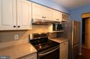 Nice and Warm feeling in this Kitchen - 13619 ORCHARD DR, CLIFTON