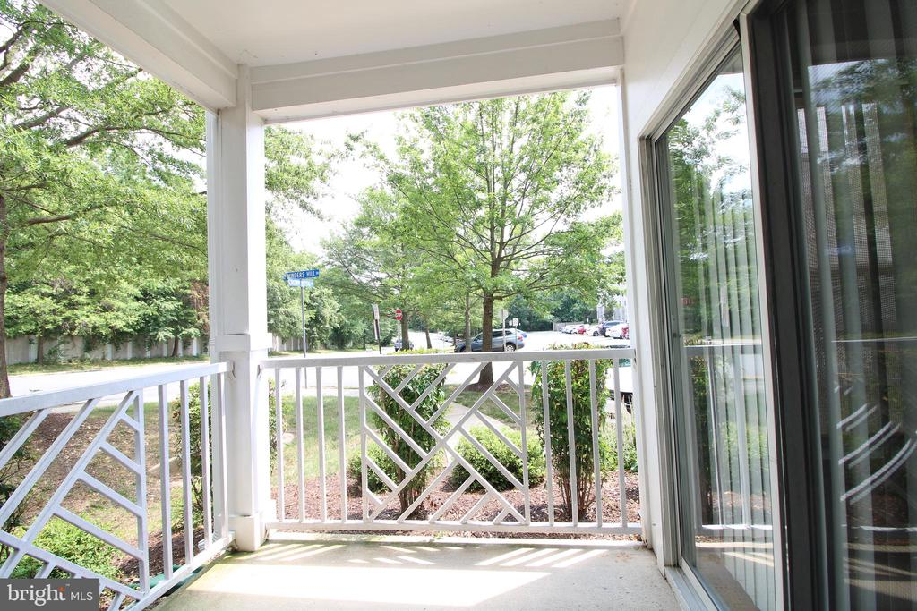 - 5963 FOUNDERS HILL DR #104, ALEXANDRIA