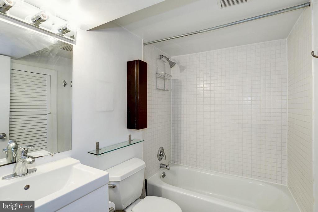 Lower Level - Full Bath - 1928 15TH ST NW, WASHINGTON