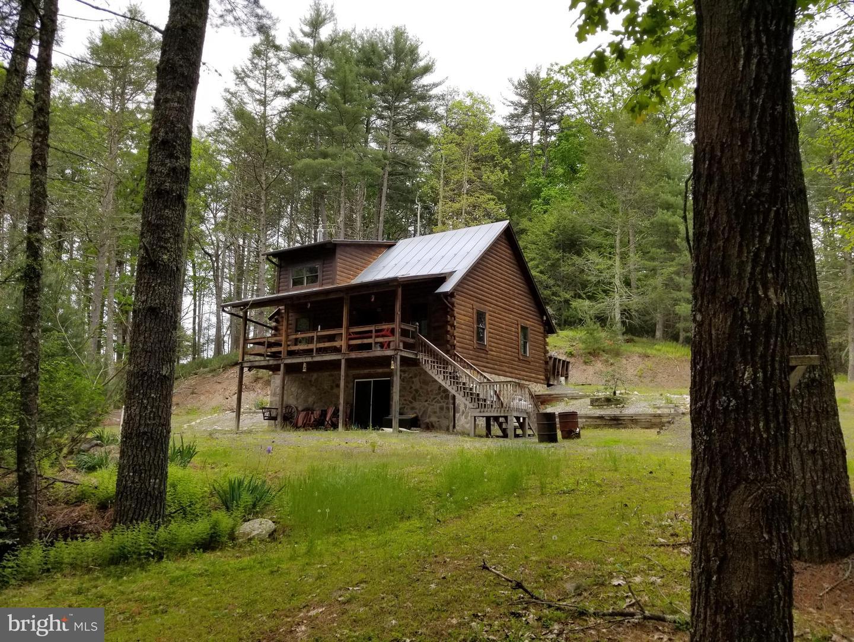Single Family Homes para Venda às Sugar Grove, West Virginia 26815 Estados Unidos