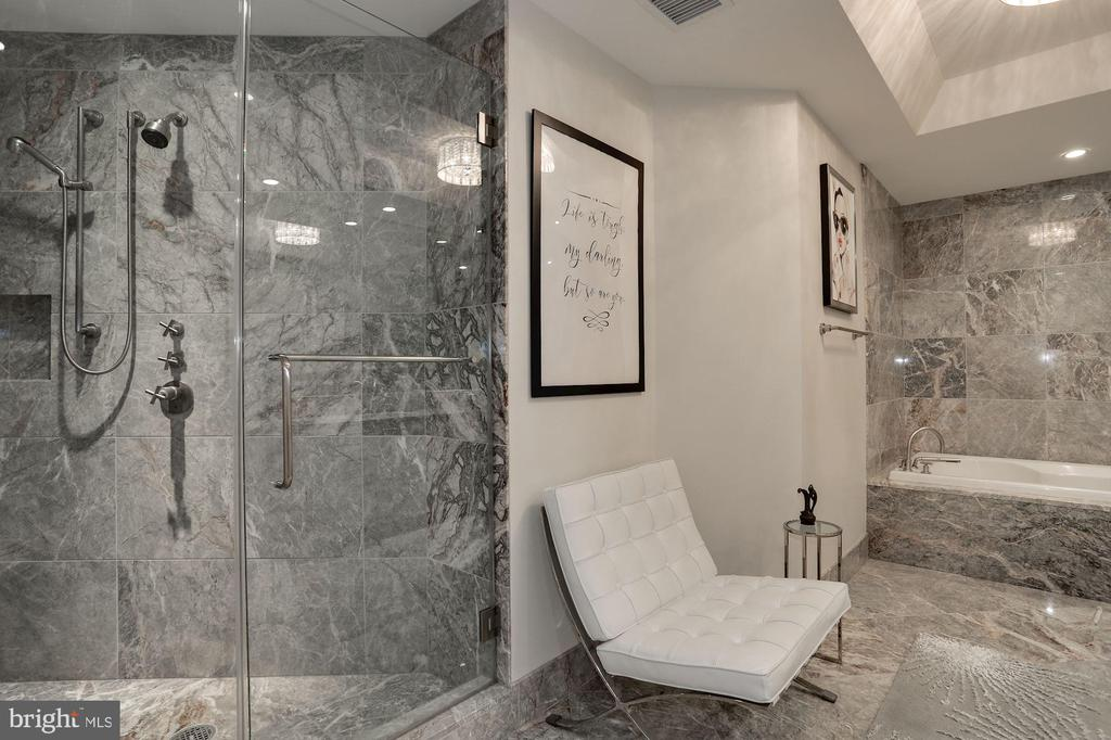 Marble Master Bath with Soaking Tub - 1881 N NASH ST #703, ARLINGTON