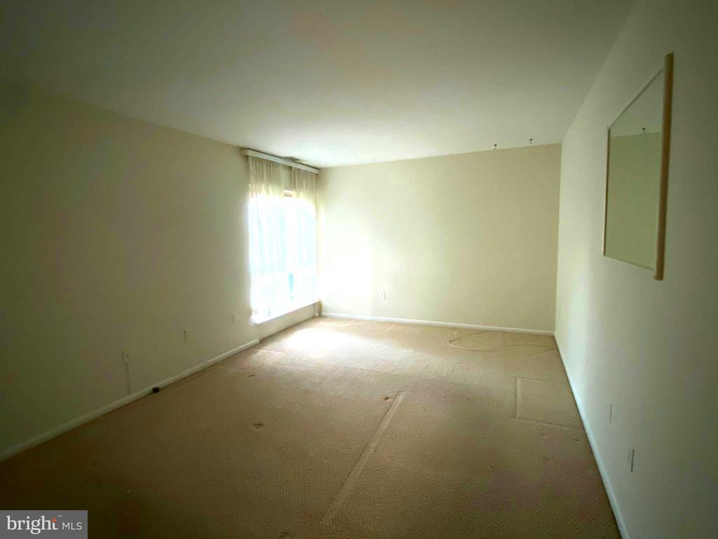 Huge Master bedroom - 2207 GREENERY LN #103-8, SILVER SPRING