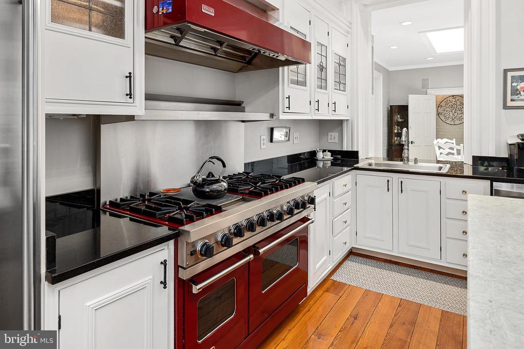 Viking  and Sub-Zero appliances in kitchen - 406 HANOVER ST, FREDERICKSBURG
