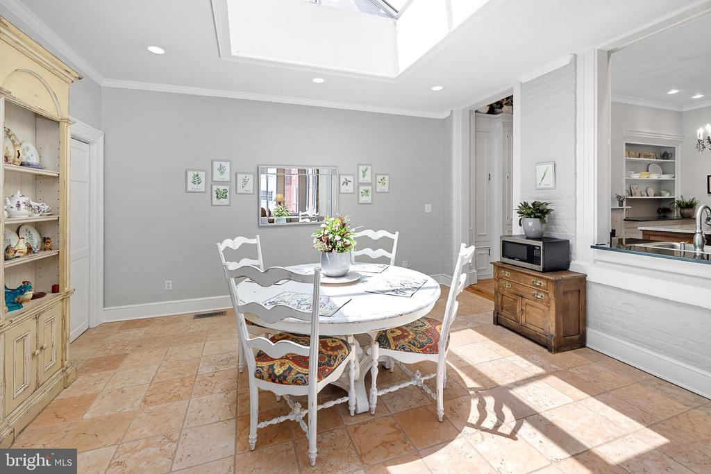Kitchen leads to bright and open breakfast area - 406 HANOVER ST, FREDERICKSBURG
