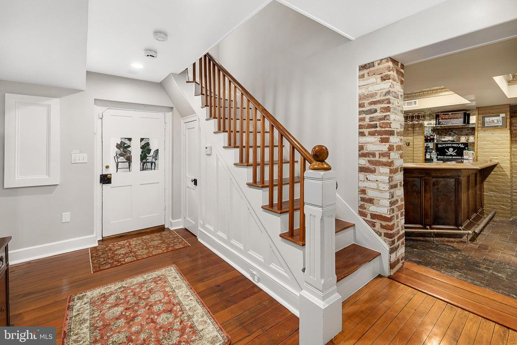 Basement stairs leading down to bar and laundry - 406 HANOVER ST, FREDERICKSBURG