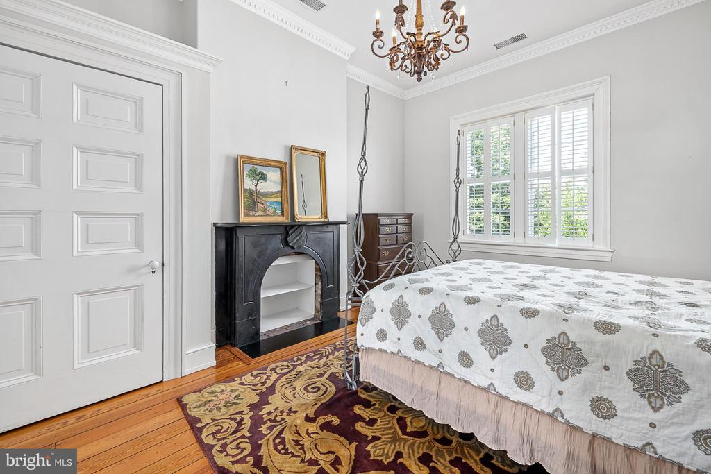 Bedroom 3 with fireplace - 406 HANOVER ST, FREDERICKSBURG