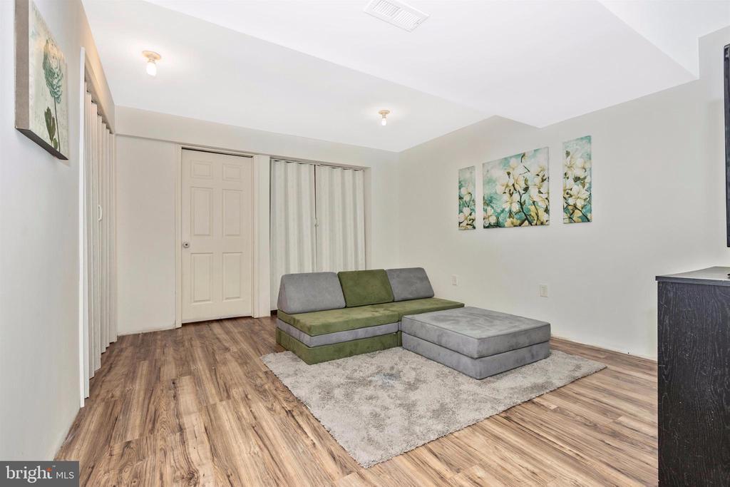 Laundry, storage and family room - 211 RIDGE VIEW LN, HANOVER