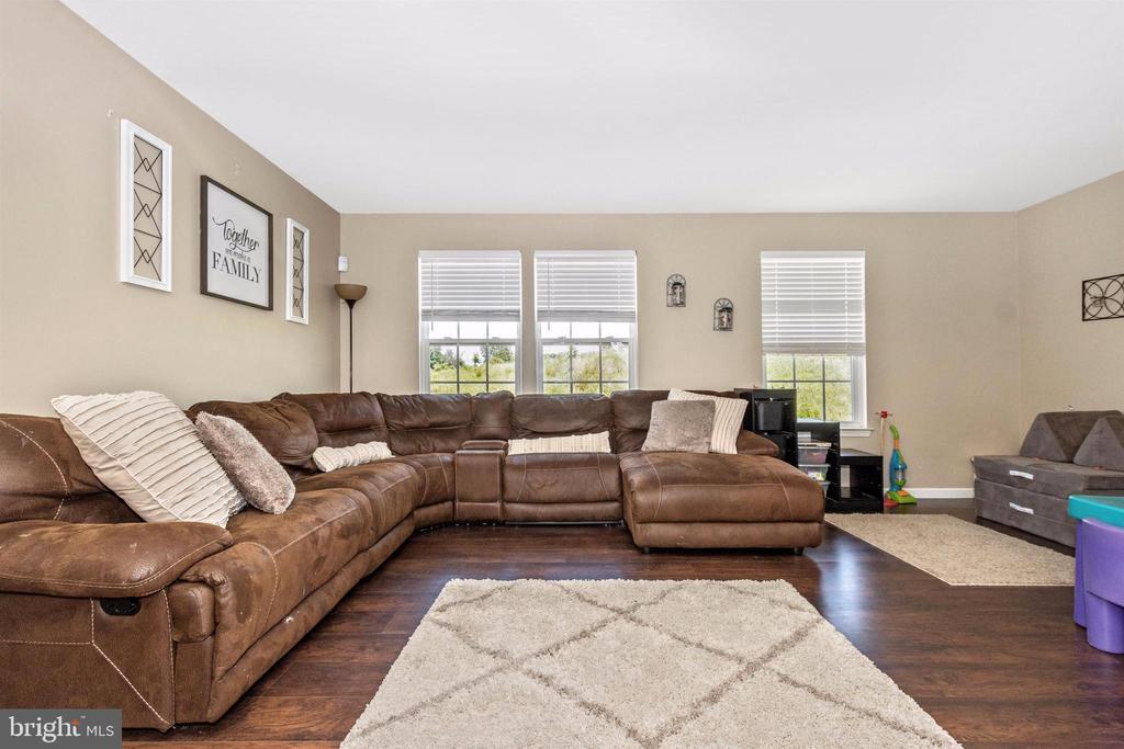 Living room - 211 RIDGE VIEW LN, HANOVER