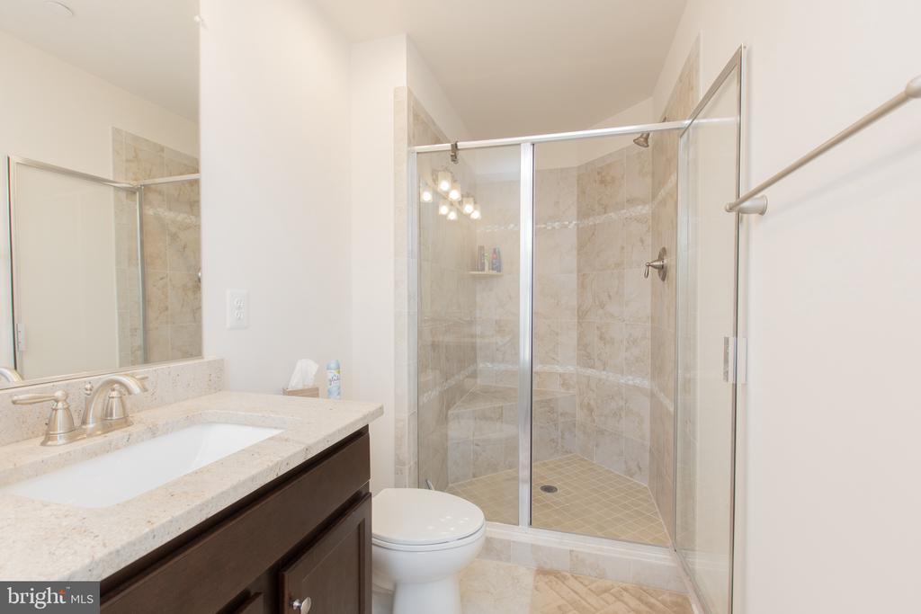 Guest Bath  UL - 162 CONCORD PL NE, WASHINGTON