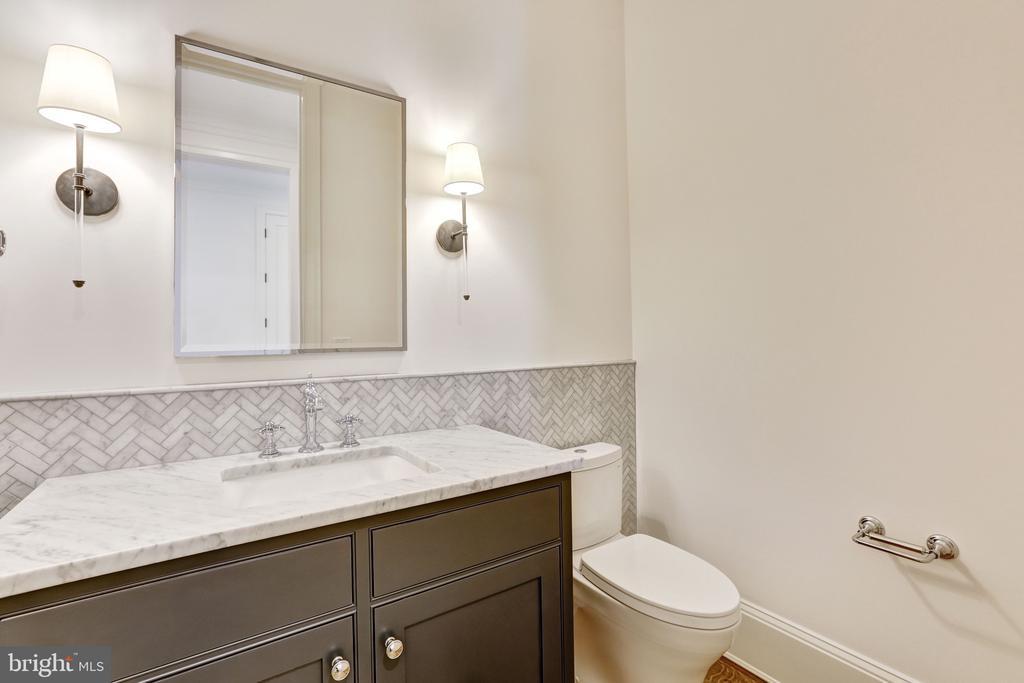 Powder Room - 3010 UNIVERSITY TER NW, WASHINGTON