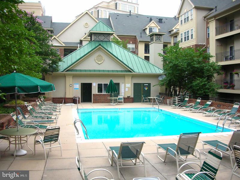 Community Pool - 1320 N WAYNE ST #101, ARLINGTON