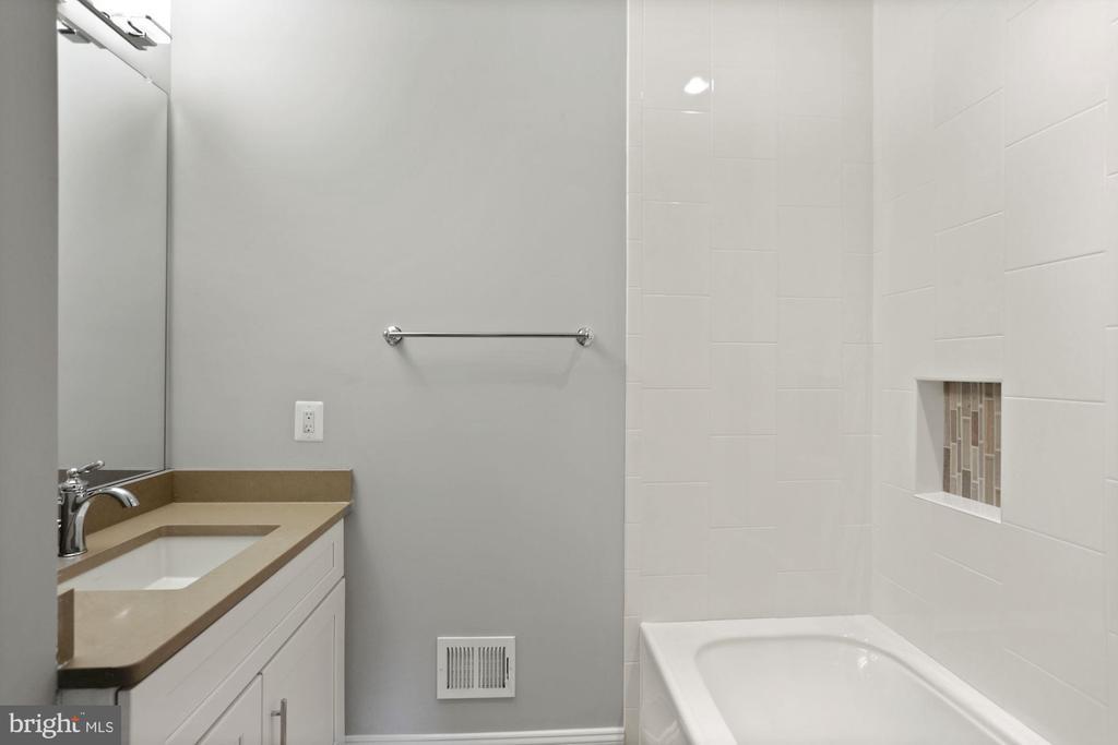 Basement Full Bath - 105 MASHIE CT SE, VIENNA