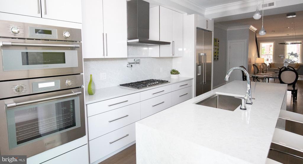Thermador appliances, quartz backsplash wall - 50 BRYANT ST NW, WASHINGTON