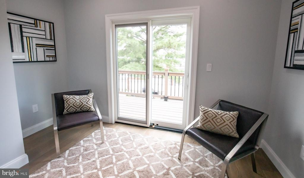 Master bedroom siting area - 50 BRYANT ST NW, WASHINGTON