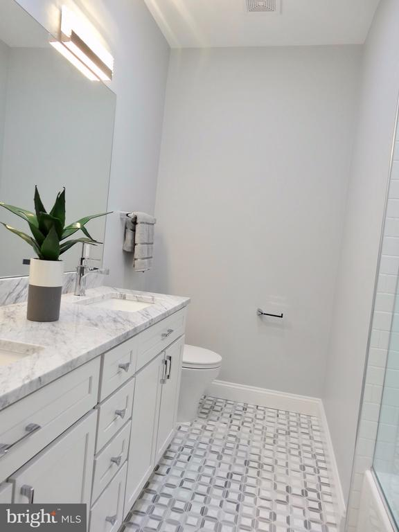Middle bathroom with marble floor & countertop - 50 BRYANT ST NW, WASHINGTON