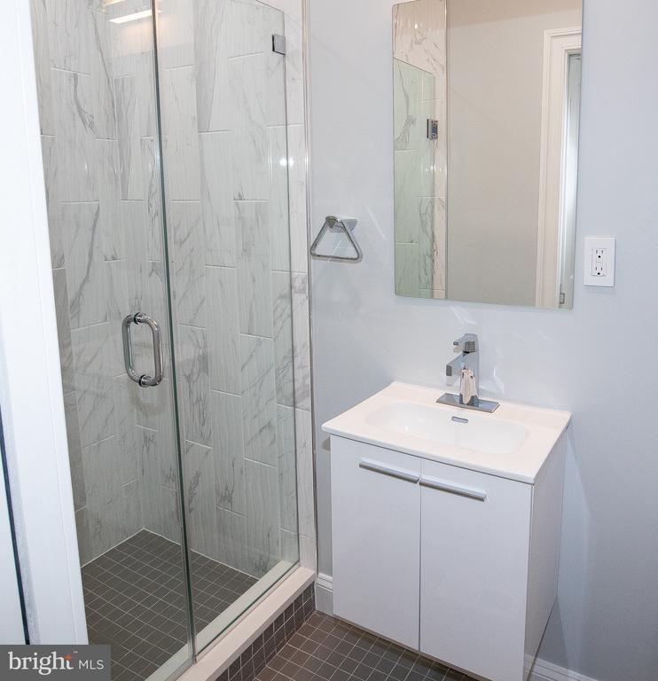 3rd level bathroom - 50 BRYANT ST NW, WASHINGTON