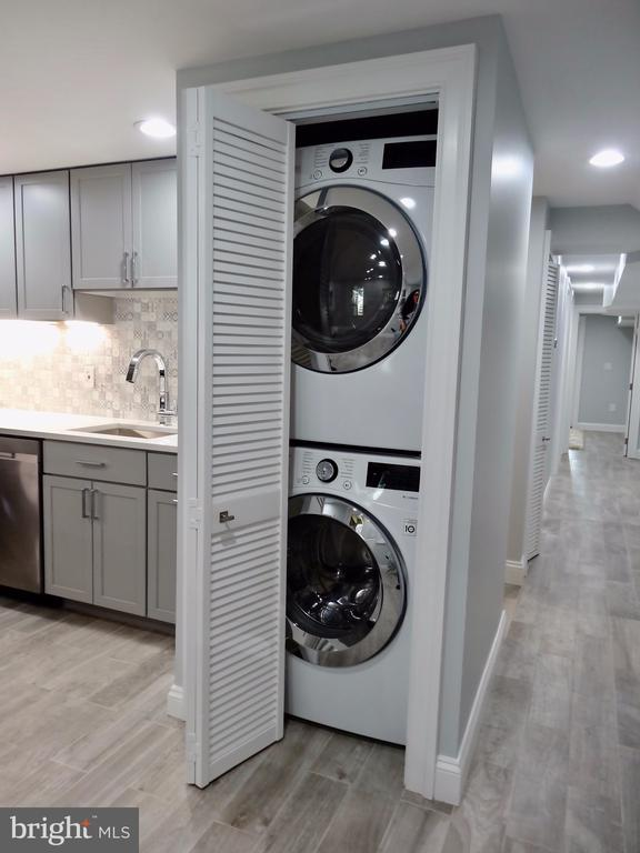 Lower level stackable washer/dryer - 50 BRYANT ST NW, WASHINGTON