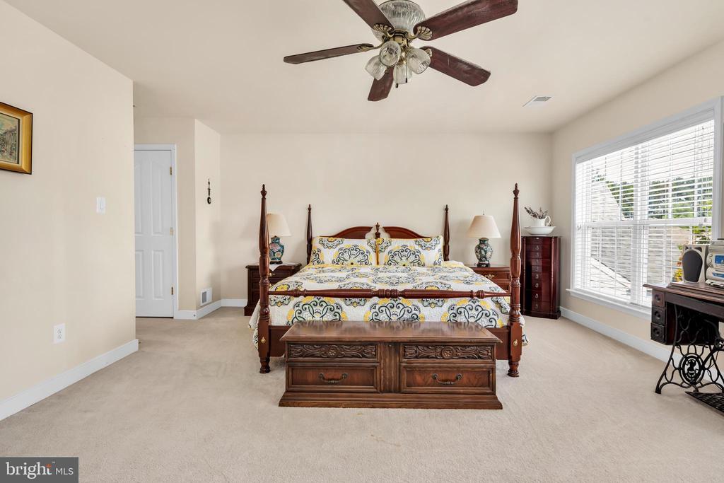 Upper Level Owner's Suite - 6541 BOX ELDER LOOP, GAINESVILLE