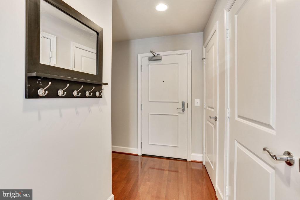 Hallway - 3600 S GLEBE RD S #428W, ARLINGTON