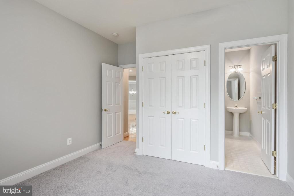 Rare - Main Level Bedroom w/Full Bath - 43620 CARRADOC FARM TER, LEESBURG