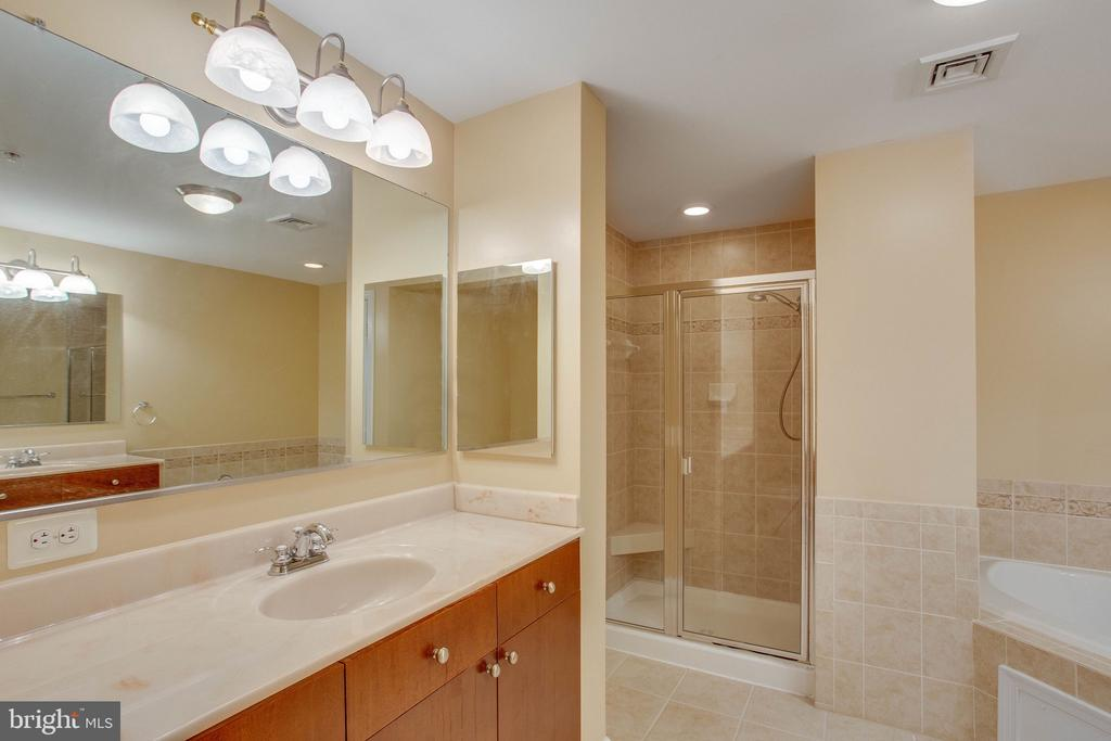 Owners Main Bath with two Vanities - 485 HARBOR SIDE ST #911, WOODBRIDGE
