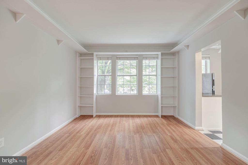 Living Room with built-ins - 1913 N RHODES ST #17, ARLINGTON