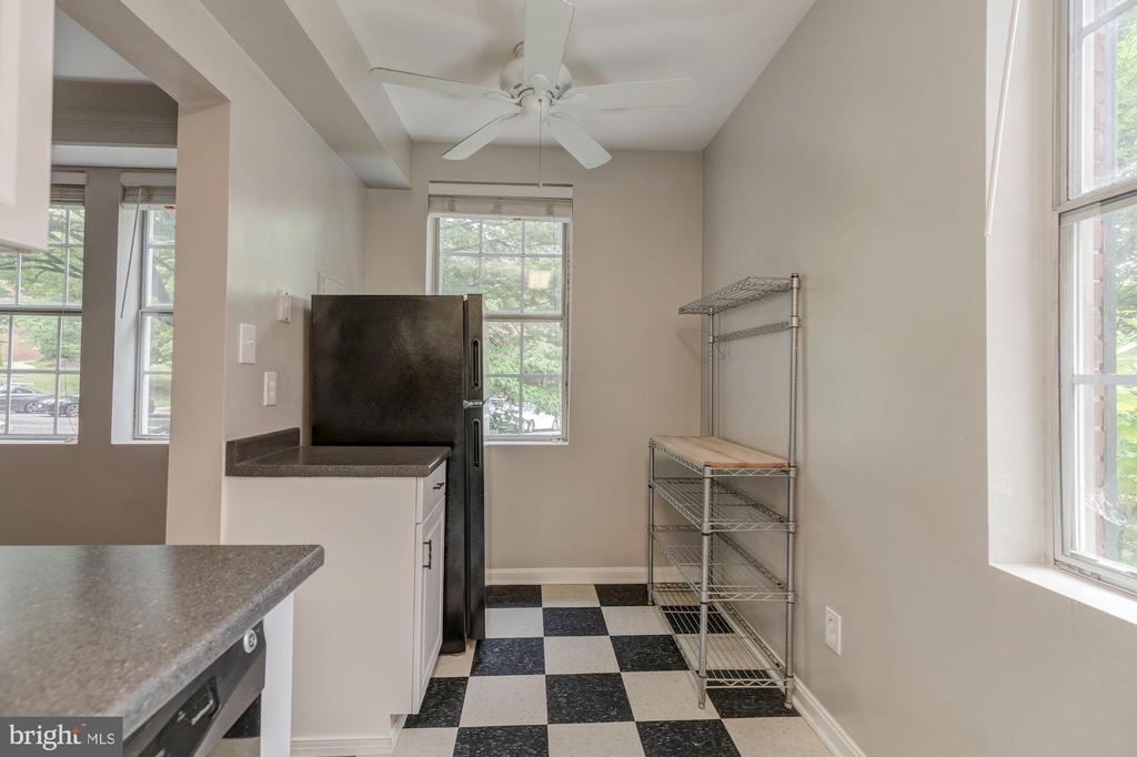 Kitchen - 1913 N RHODES ST #17, ARLINGTON