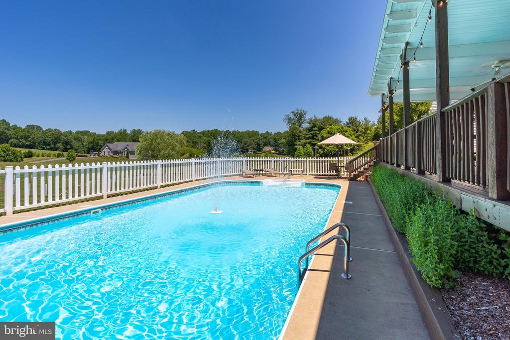 PERFECT FOR A SUMMER'S DAY! - 228 ROCK HILL CHURCH RD, STAFFORD