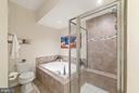 Stall shower AND soaking tub! - 6936 KONA DR, GAINESVILLE