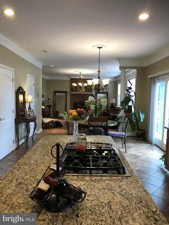 Kitchen w. Granite top island - 11079 SANANDREW DR, NEW MARKET