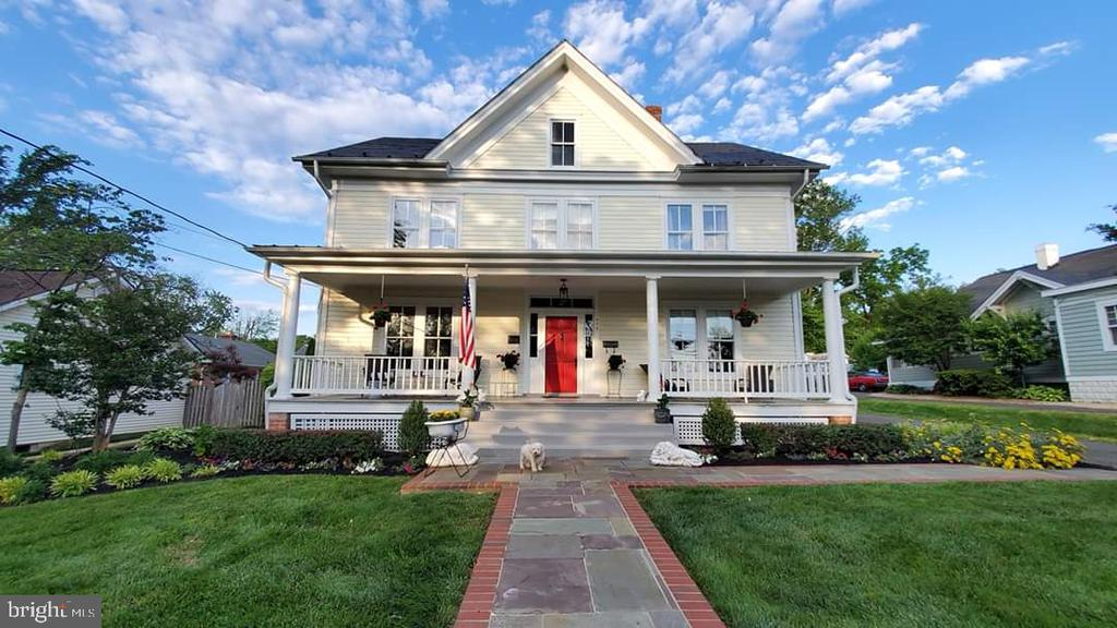 Welcome HOME! You are going to LOVE PORCH life! - 652 SPRING ST, HERNDON
