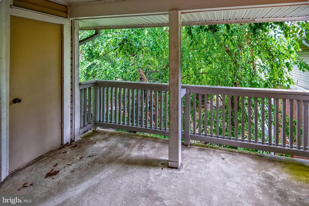 Balcony - 1504 LINCOLN WAY #404, MCLEAN