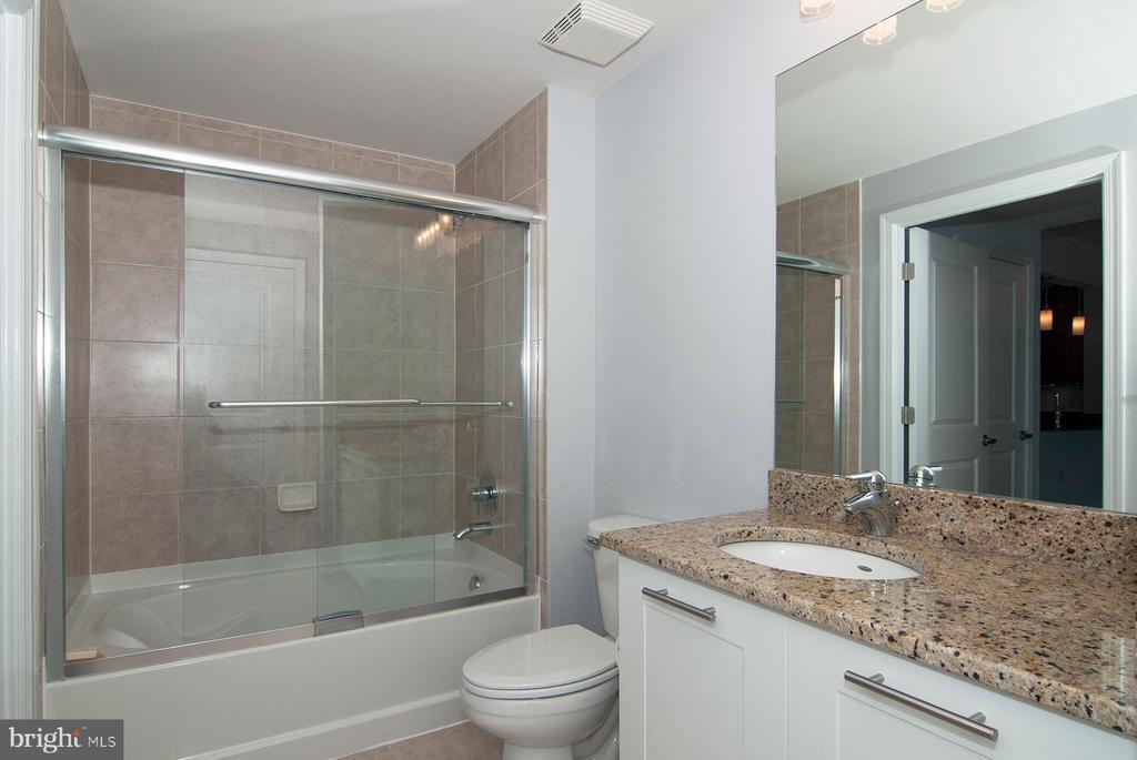 2nd full bath - 5750 BOU AVE #1508, NORTH BETHESDA