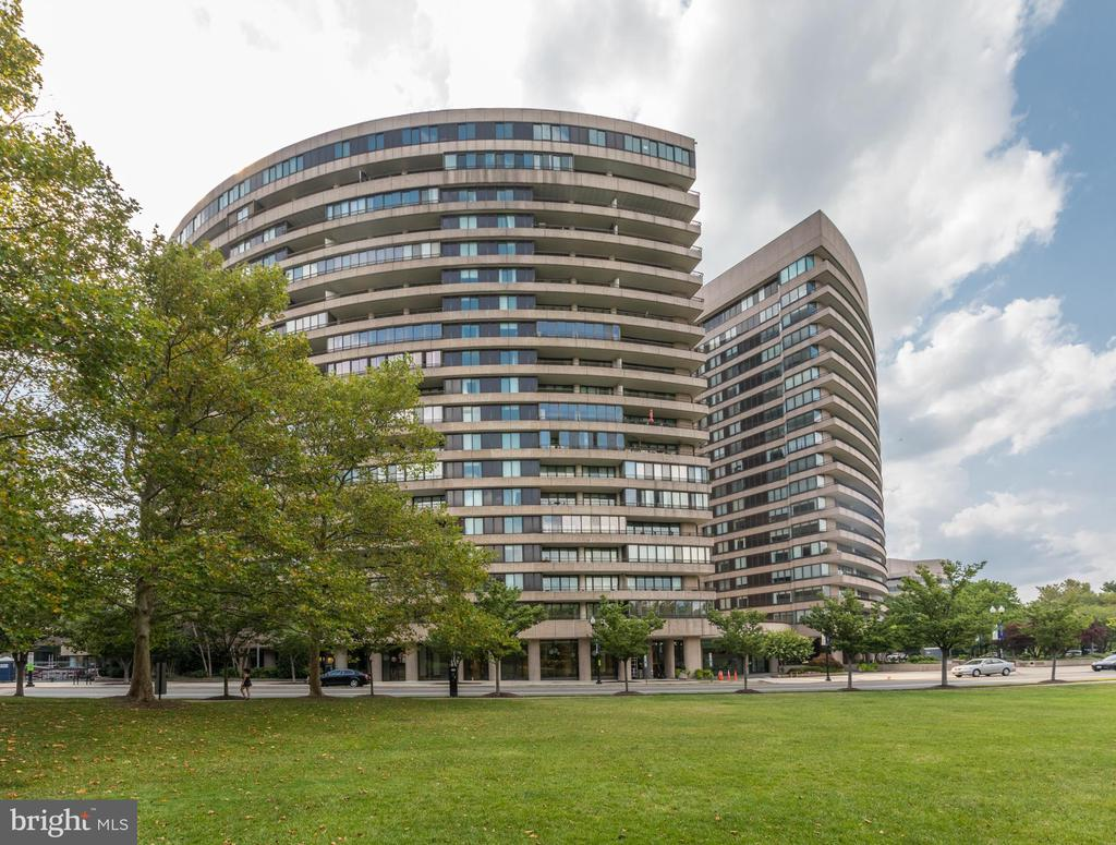 Building Exterior, across from parks/trails - 1300 CRYSTAL DR #306S, ARLINGTON