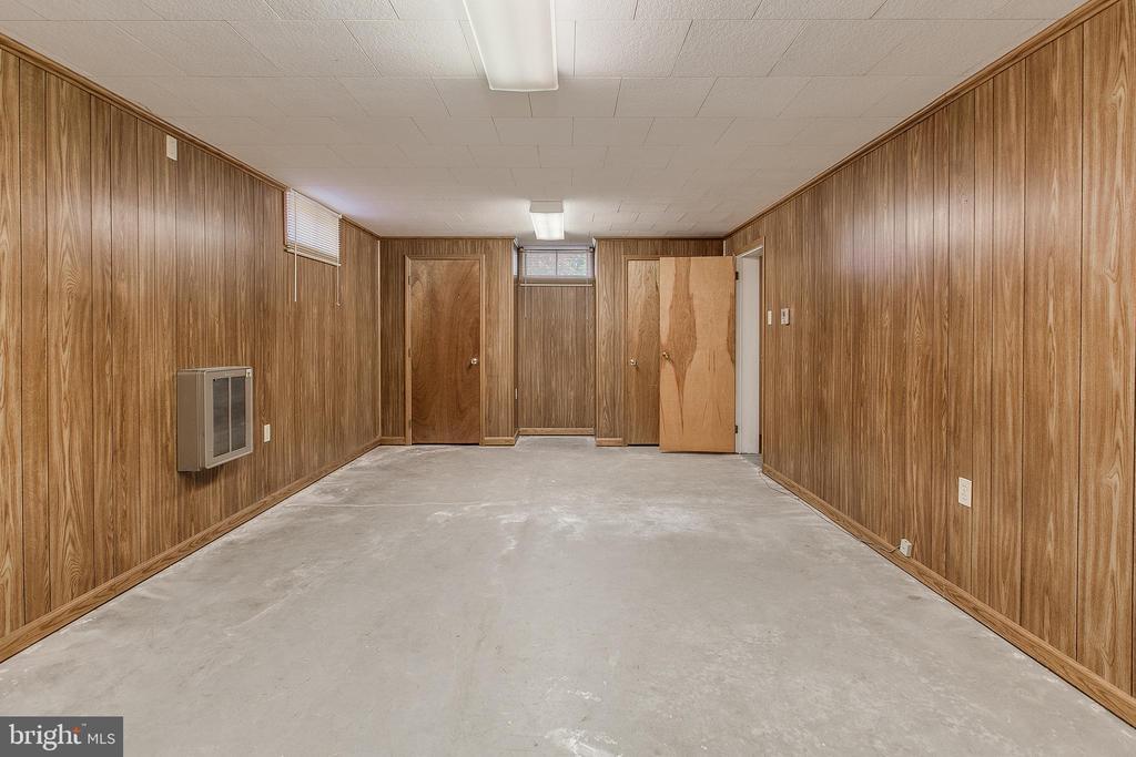Bedroom in basement - 215 BROAD ST, MIDDLETOWN