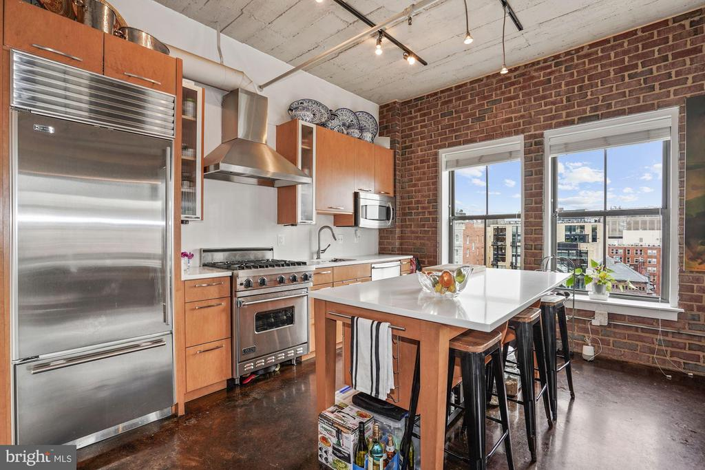 Gourmet kitchen with top of the line appliances. - 916 G ST NW #1004, WASHINGTON