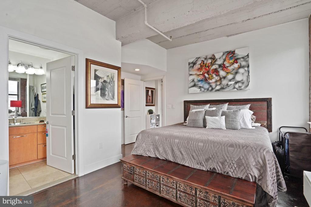 Ensuite Master Bed/Bath. - 916 G ST NW #1004, WASHINGTON