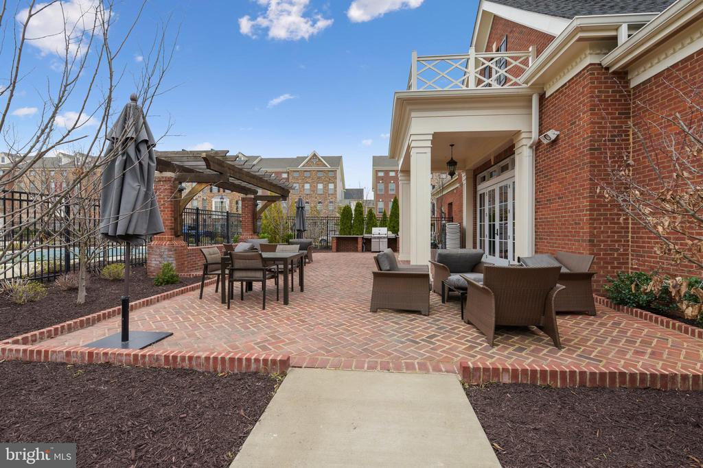 You can enjoy being outside - 22602 PINKHORN WAY, ASHBURN