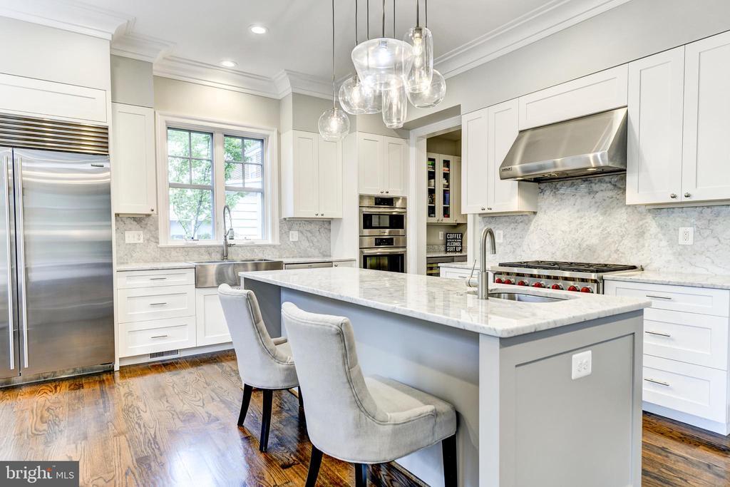 Stunning chef's kitchen! - 4522 CHELTENHAM DR, BETHESDA