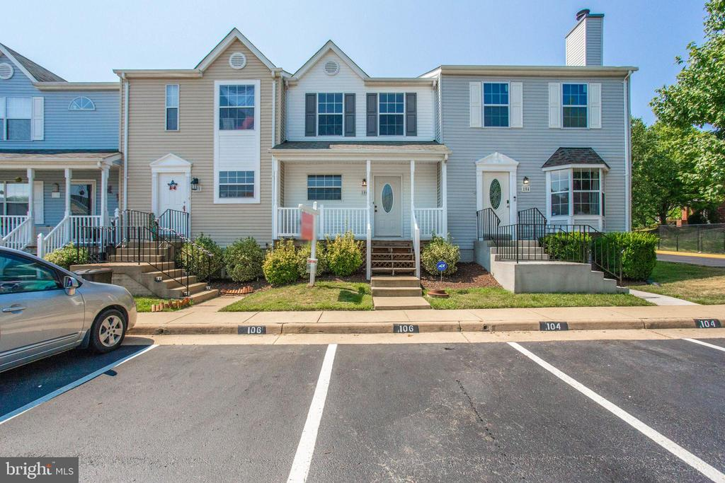 Welcome home to this Turn-Key Townhome! - 106 PICADILLY LN, STAFFORD