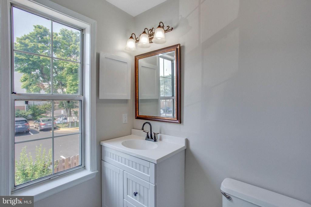 Full Bathroom #1 - 106 PICADILLY LN, STAFFORD