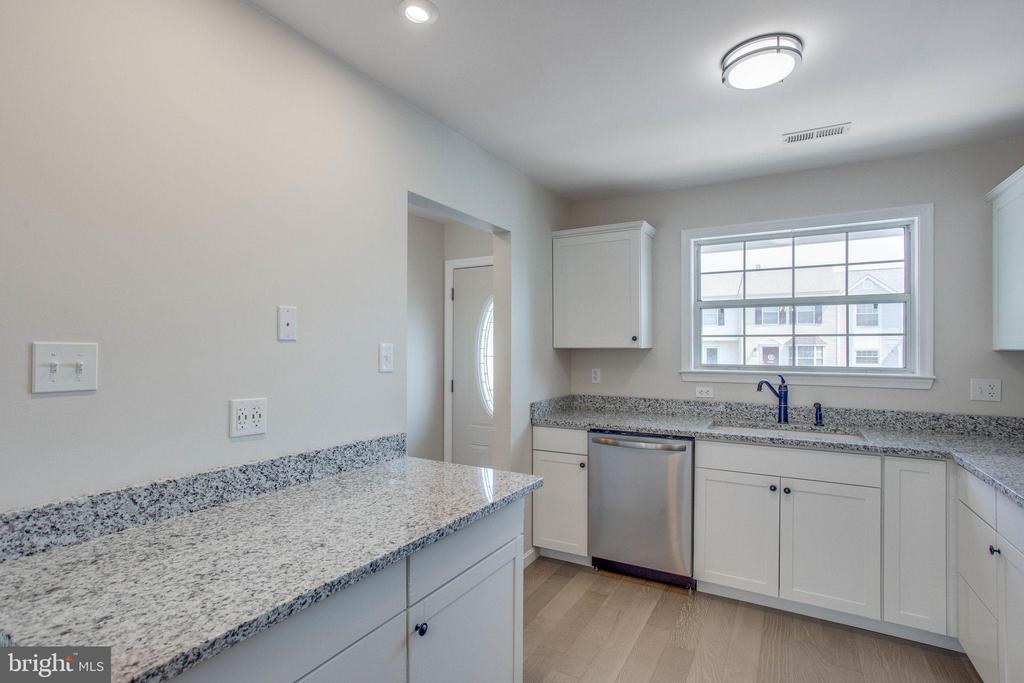 Totally renovated kitchen w/ granite and stainless - 106 PICADILLY LN, STAFFORD