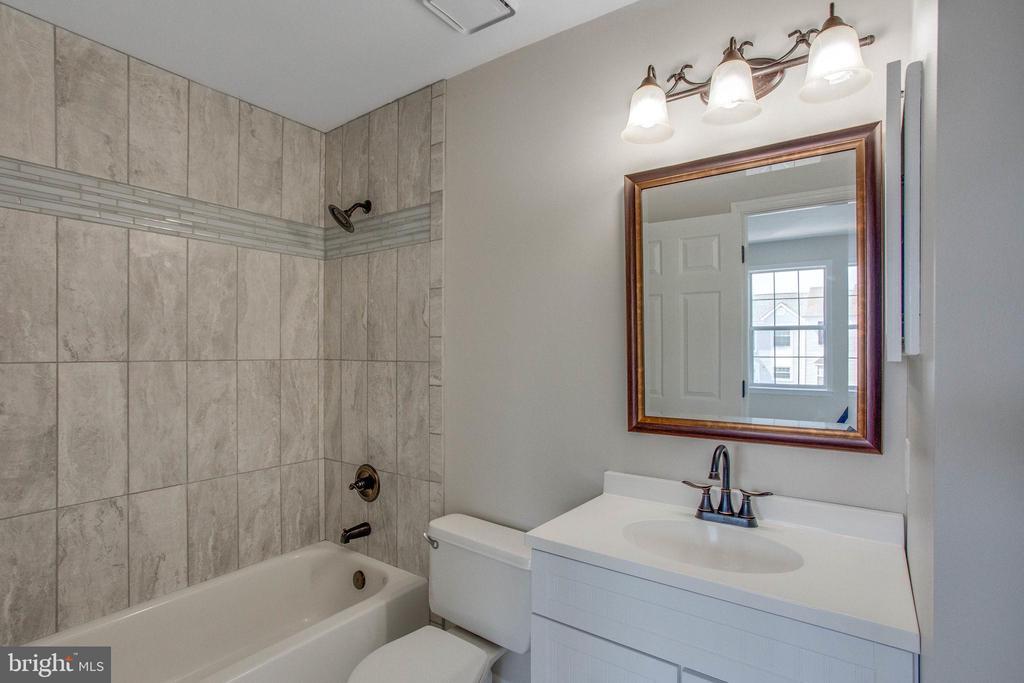 Full Bathroom #2 - 106 PICADILLY LN, STAFFORD