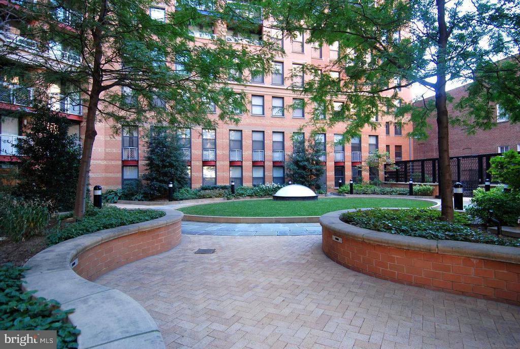 Courtyard - 616 E ST NW #1155, WASHINGTON