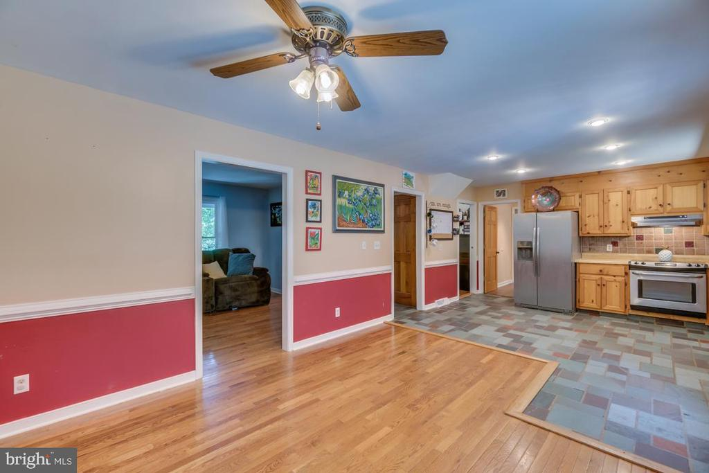 Family Room Just Off Kitchen - 3256 TITANIC DR, STAFFORD
