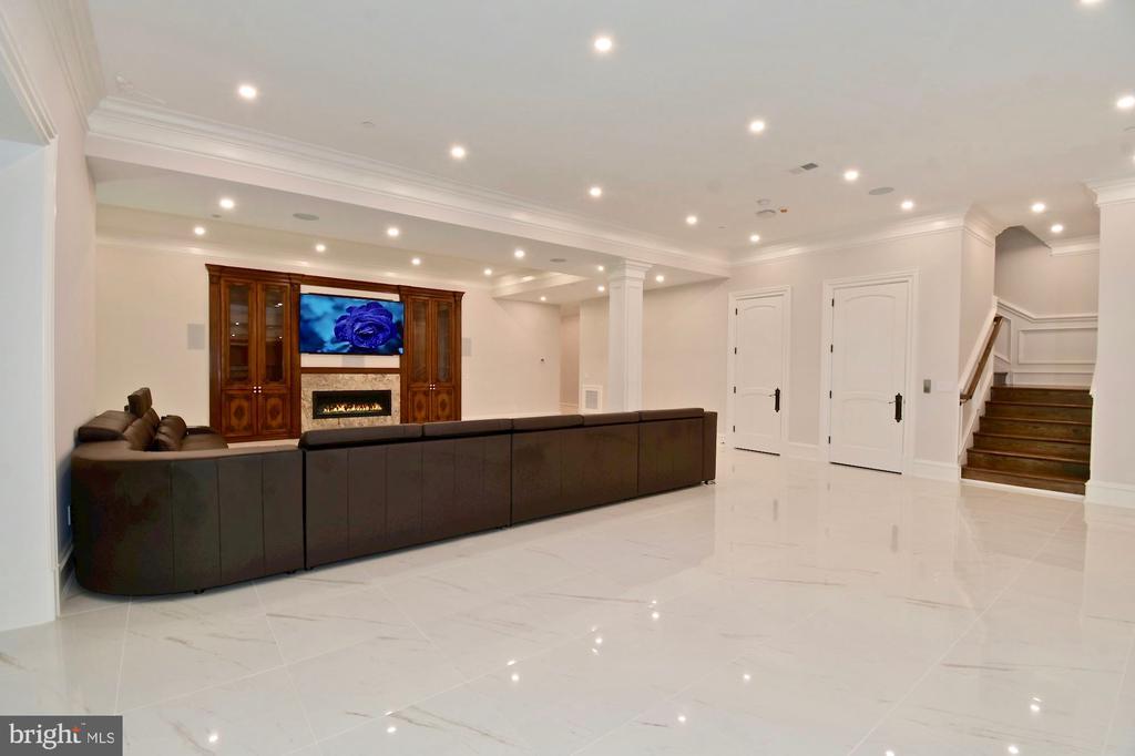Club Level Lounge - 9305 INGLEWOOD CT, POTOMAC