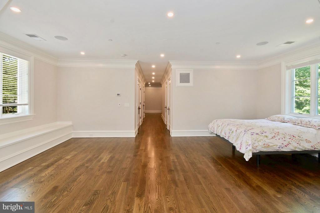 Bedroom Suite - 9305 INGLEWOOD CT, POTOMAC